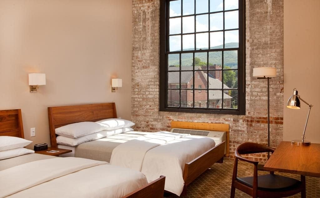 Double Bed Room at Roundhouse Hotel Beacon, NY pic 2